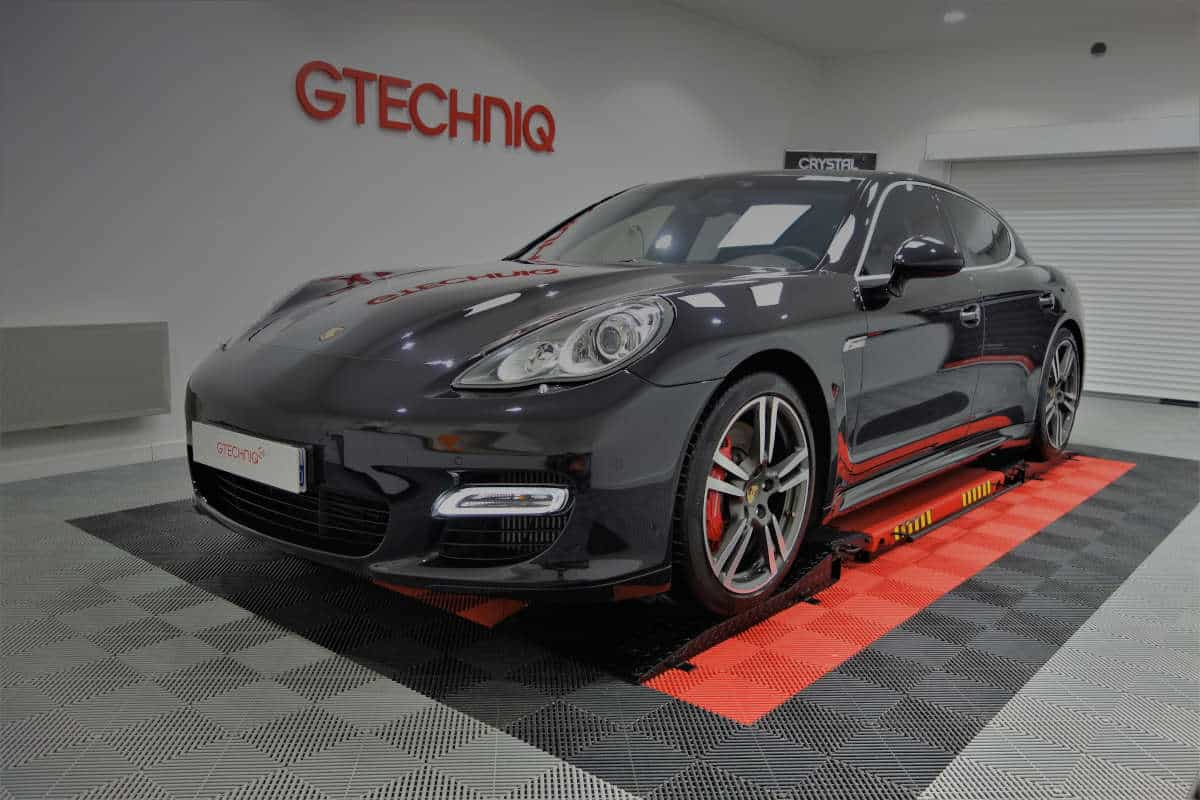 detailing Porsche Panamera turbo s