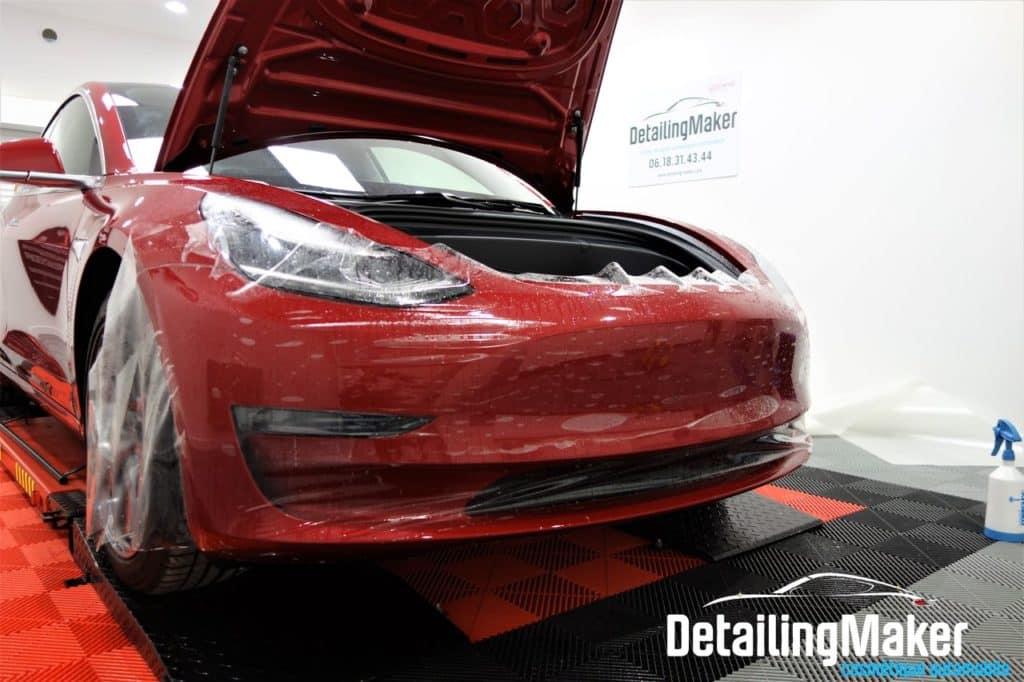 Covering transparent Tesla Model 3