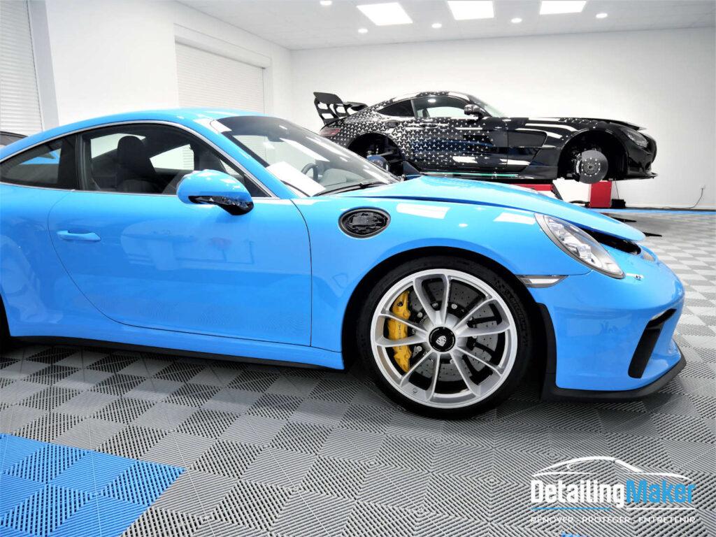 Porsche GT3 Touring bleu riviera